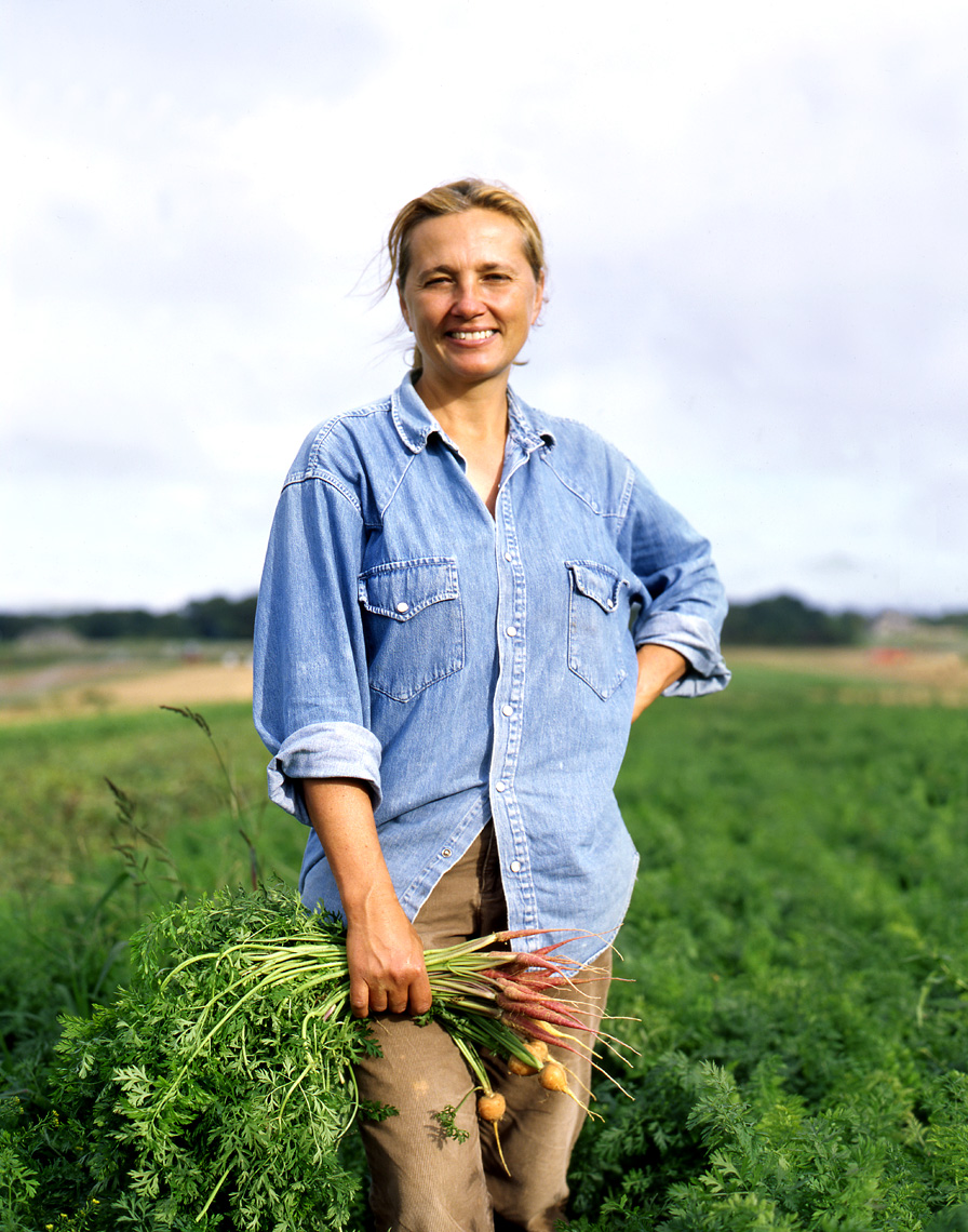 More_SaturFarm_Paulette_in_field2_APF