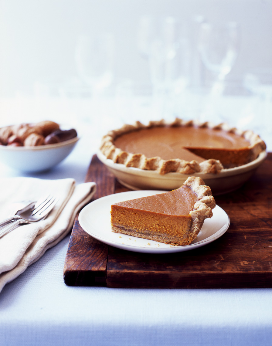 Rodale_Cookbook_pumpkinpie_sideview_APF
